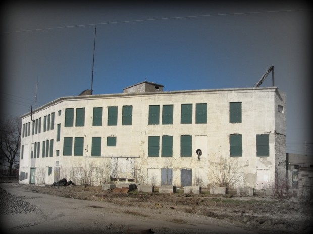 Vacant since 2008, this industrial building at 3456 N. Buffum St., at the northern end of the Beerline recreational trail contains a variety of hazardous substances and will be cleaned-up under the EPA's Superfund program. Photo by Carl Swanson