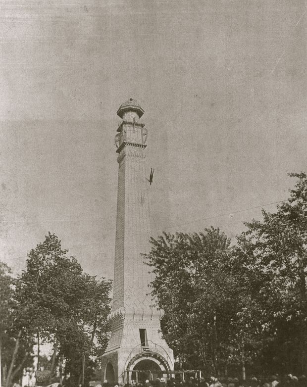 A daredevil plummets from the Electric Tower at Wonderland Park. Courtesy Milwaukee County Historic Society