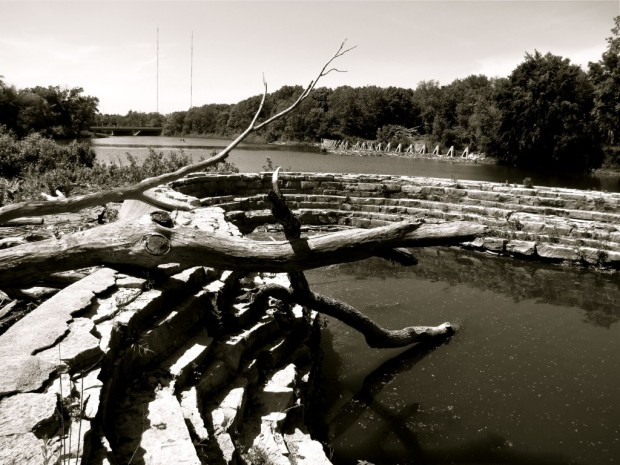 estabrook_dam_spillway_wall
