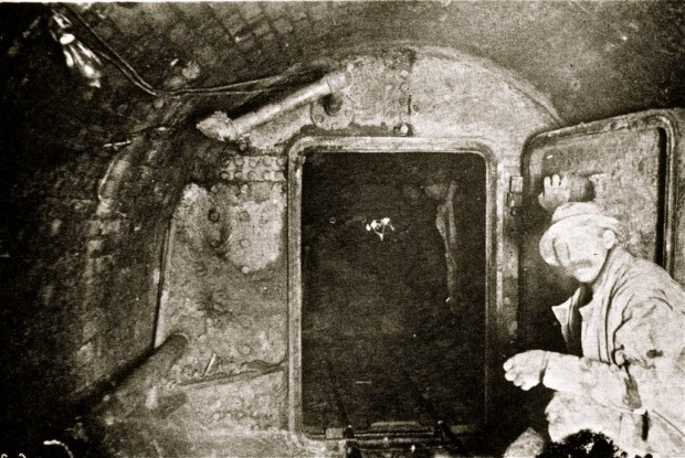 The tunnel under Lake Michigan was fitted with airlocks, which served to keep the men alive for a few hours until, inevitably, the air began to give out. This photo was taken about 1891.